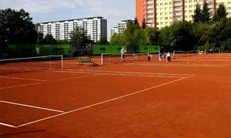 Pronájem tenisového kurtu v pražském Ládví - hodina za lákavých 99 Kč!