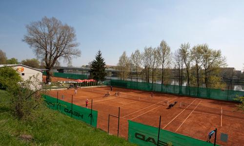 Pronájem tenisového kurtu (60 min) za neporazitelných 87 Kč v areálu Baník Praha.